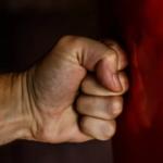 Вывих пальца на руке: симптомы и лечение