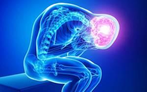 Болит голова в висках, в области лба: причины, помощь, что делать