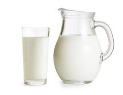 Молоко отрицательно влияет на женскую привлекательность