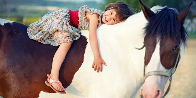 Что такое иппотерапия, как она помогает реабилитации детей и взрослых
