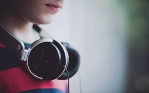 Вред от громких звуков: шум и громкое прослушивание музыки отражается на слухе в старости