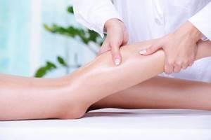 Боль отек в области голени правой или левой ноги: причины, лечение